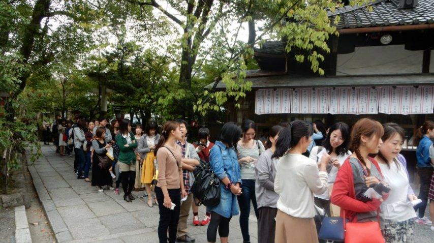 Cientos de personas visitan el templo por día para renovarse<br>