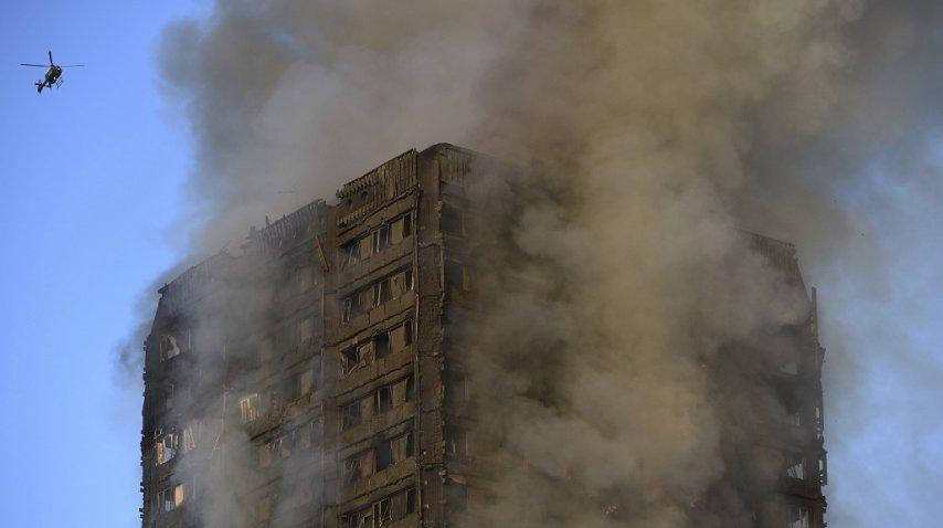 Incendio en torre residencial en Londres suma 30 muertes