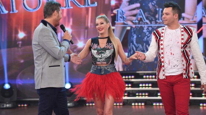 Yanina Latorre entra sonriendo a ShowMatch<br>