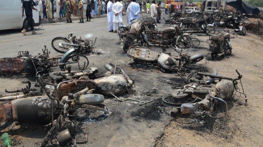 <p>Al menos 120 muertos por la explosión de un camión cisterna en Pakistán</p><p></p>