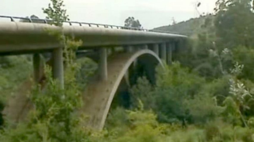 Vera se tiró del puente de esta carretera de Cantabria