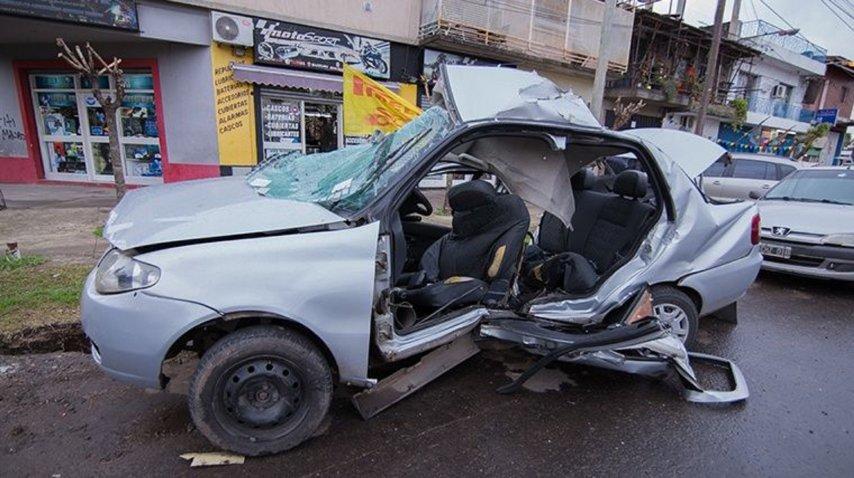 <p>Chocó su contra una columna y murió una nena que llevaba en el auto</p><p></p>