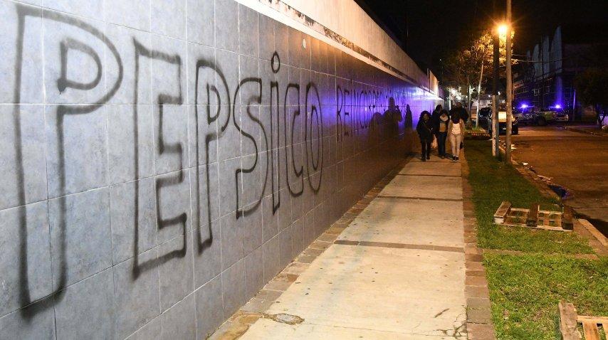 Pintadas en las paredes de la ex planta de Pepsico<br>