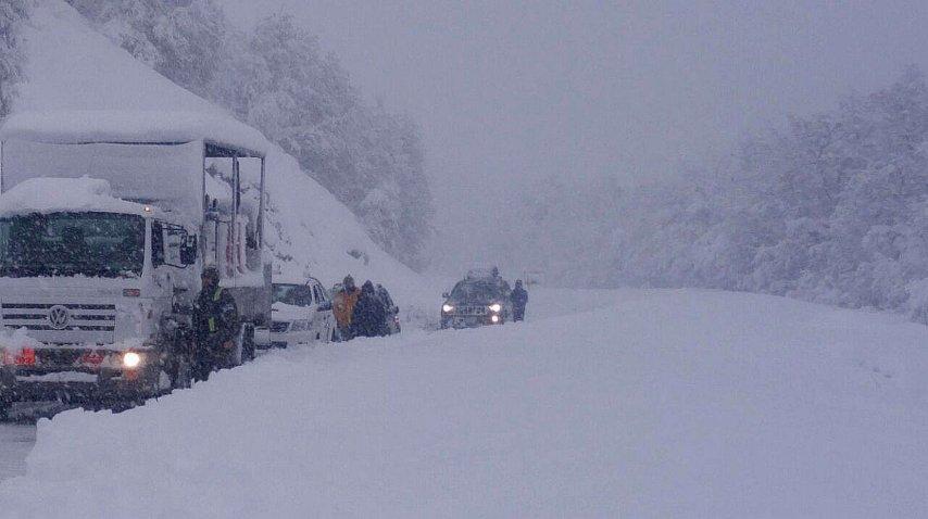 <p>32 pasos fronterizos cerrados en la Cordillera por el temporal de nieve</p><p></p>
