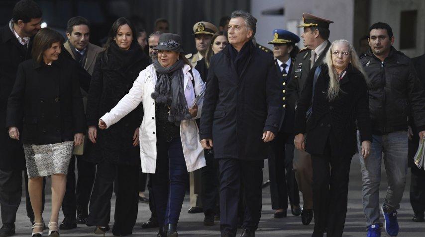 Macri y su equipo en la quema de narcóticos<br>