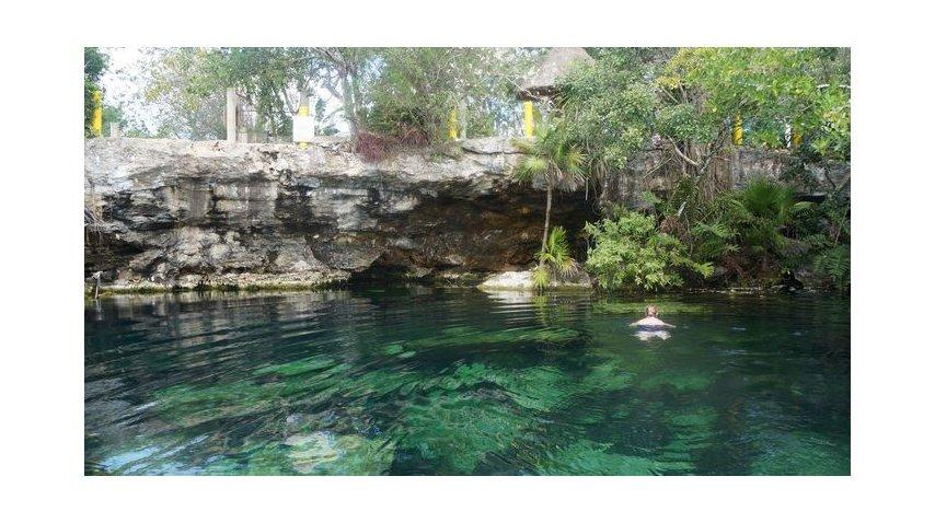 Es un cenote ideal para nadar<br>