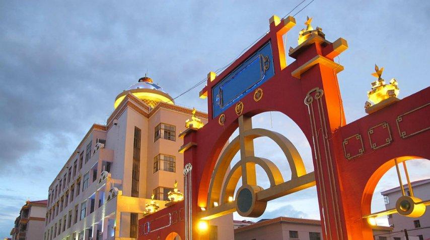 El arco típico, también presente en esta ciudad gigante<br>