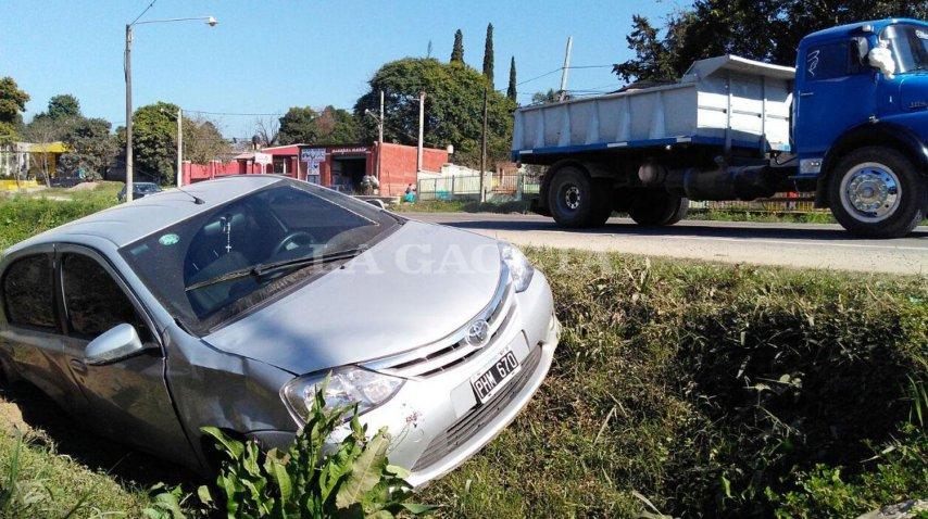 Así quedó el auto que destrozó una verdulería en Yerba Buena<br>