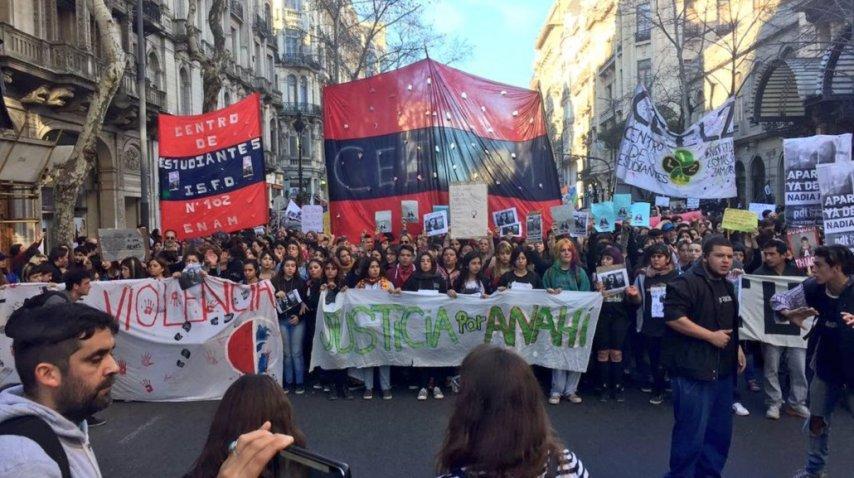 Masiva marcha al Congreso en reclamo de Justicia por Anahí<br>
