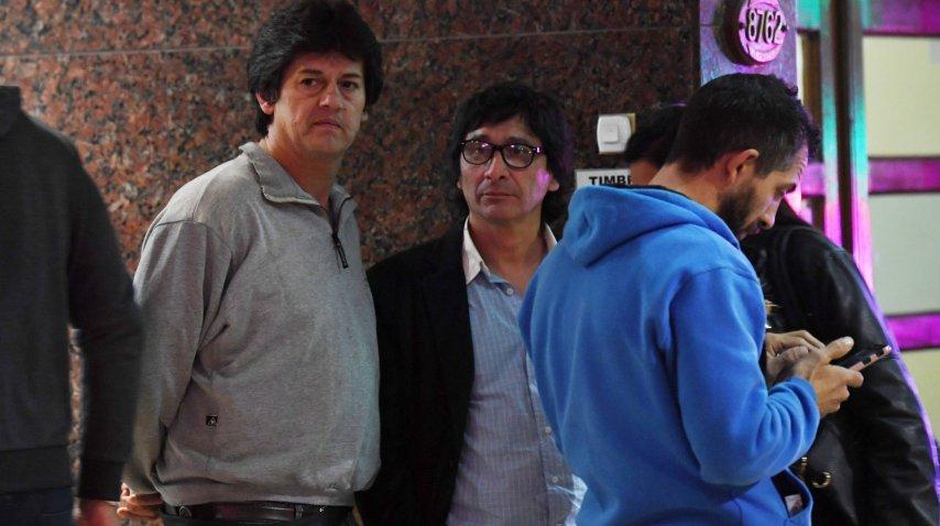 Adrián Benitez (primero desde la izquierda), el padre de Anahí<br>