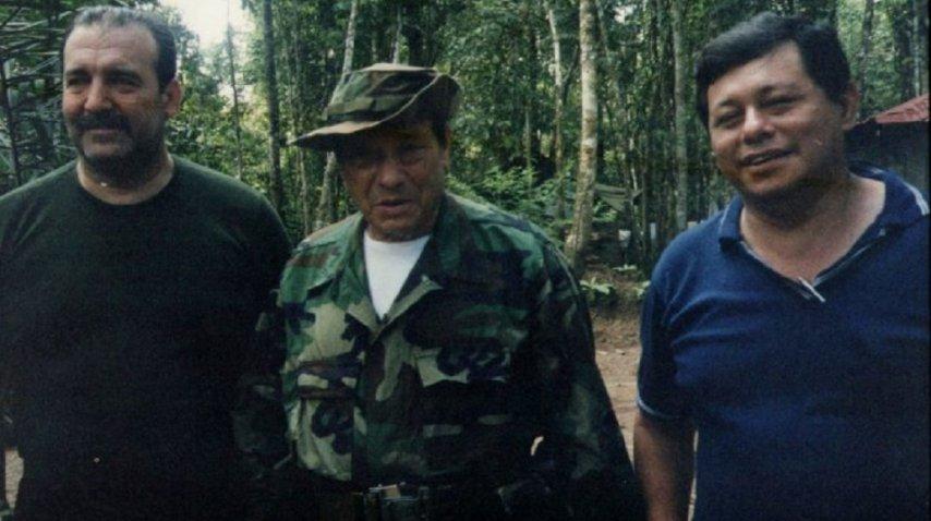 Patricio Echegaray con Manuel Marulanda, líder de las FARC<br>