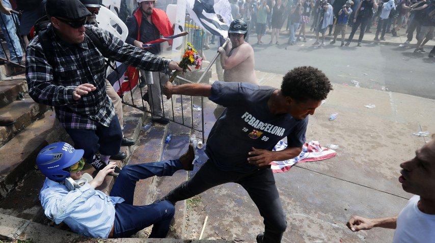 Incidentes, ataques y peleas antes de la marcha nacionalista en Virginia<br>