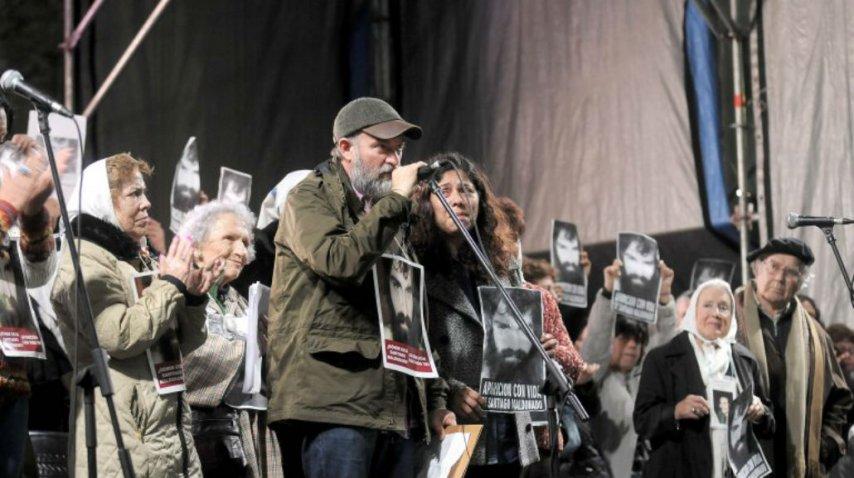 Sergio, el hermano de Santiago el viernes en la mutitudinaria concentración en Plaza de Mayo